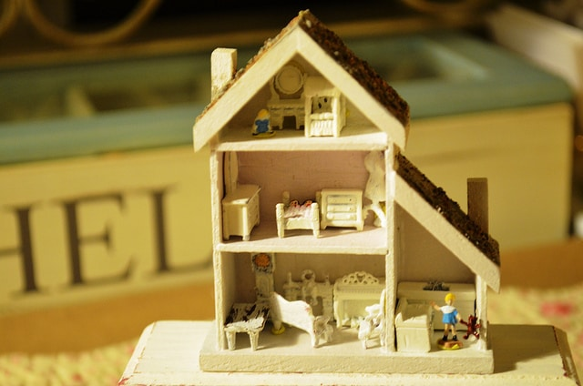 Small dollhouse sitting on table