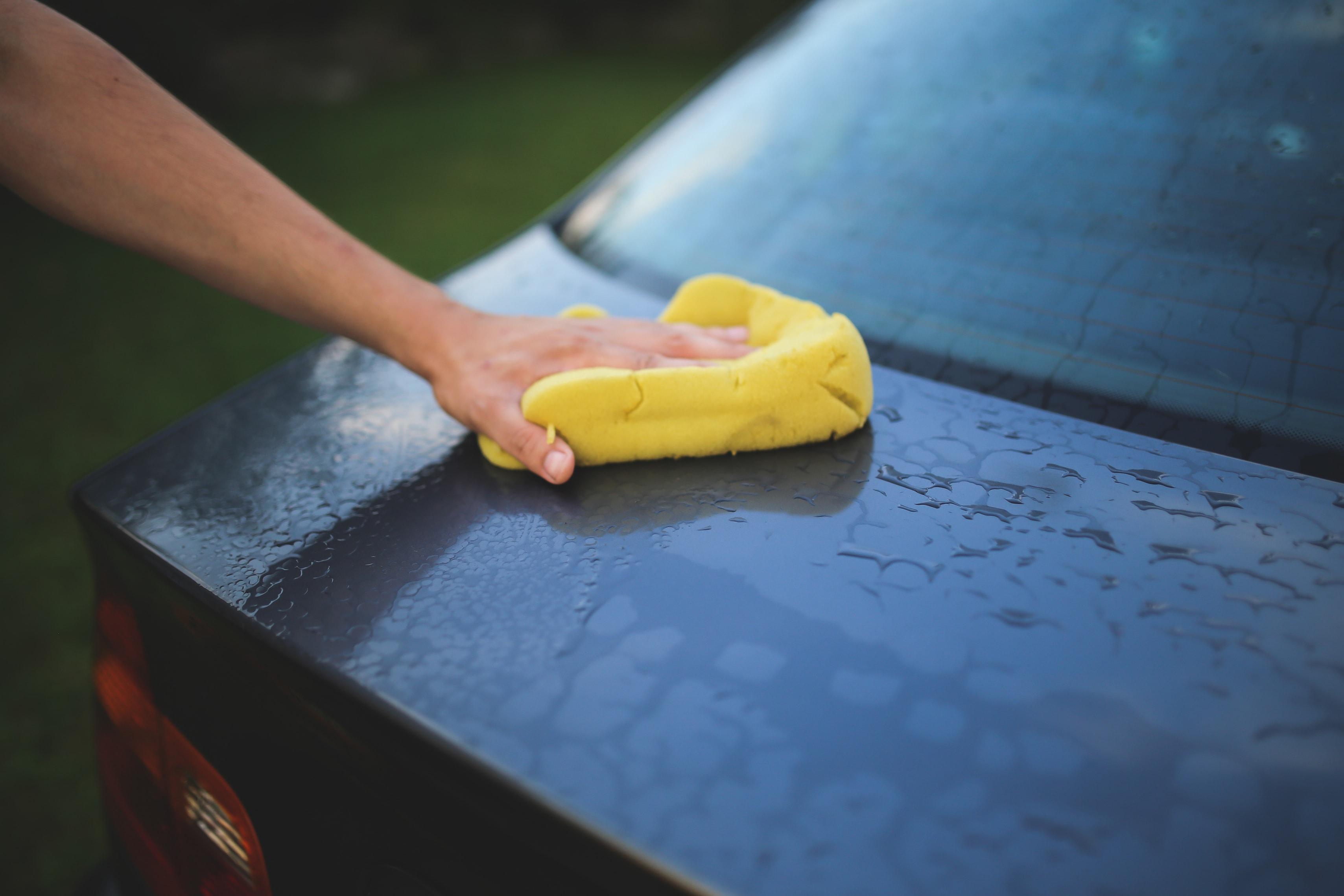 Handwashing a car outside