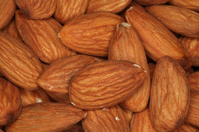 Raw almonds may be the perfect protein-rich snack