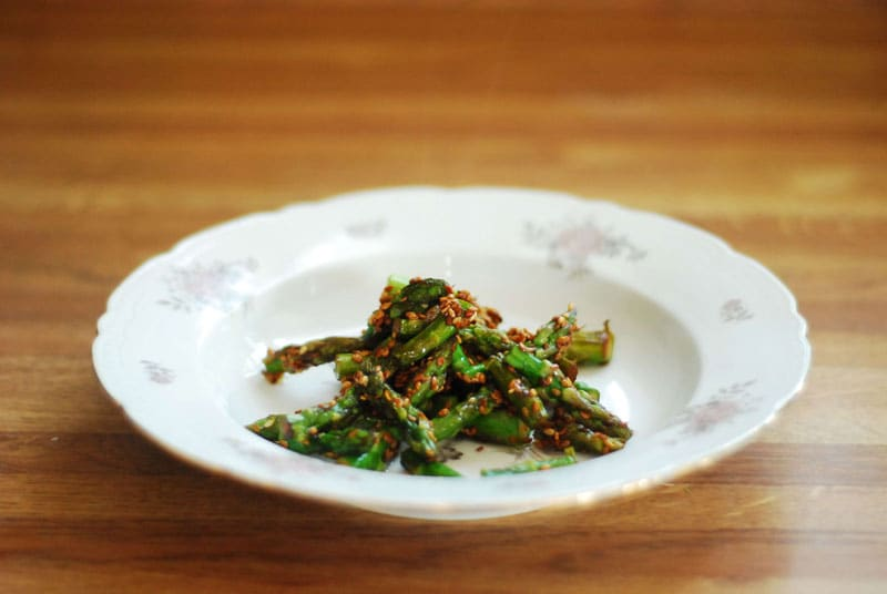 Asparagus cooked with seasame seeds