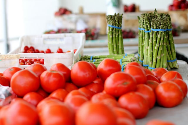 Tomatoes and asparagus at a farmer